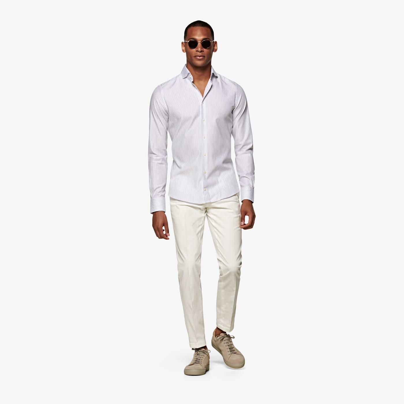 Artikel klicken und genauer betrachten! - Dieses klassische graue Hemd ist extrem vielseitig und passt zu jedem Outfit. In Slim Fit aus weicher, strukturierter ägyptischer Baumwolle genäht, mit Melange-Streifen, italienischer Manschette und gerundetem Haifischkragen. | im Online Shop kaufen